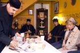 Братия делит <br> трапезу с прихожанами.