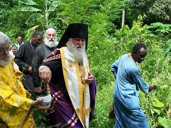 Епископ Михаил освящает участок земли миссии в г.Жакмель, Гаити.