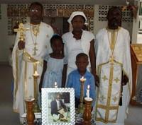 Вдова и дети чт.Владимира <br/>с духовенством миссии<br/> после панихиды в Порт-о-Пренс.