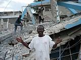 О.Жан Шенье-Дюмэ перед развалинами своей школы.