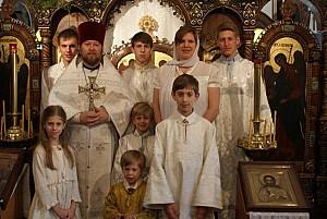 Семья Анчутиных в храме Покрова<br/> Божией Матери в г.Глен Ков, шт.Нью-Йорк