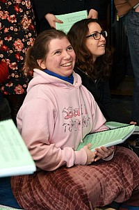 С Вашей помощью такие молодые люди, как Елизавета, находят себя в нашей Церкви.