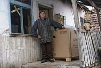 С помощью таких доноров, как Вы, Йован и его семья получили холодильник.