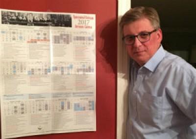 Петр Фекула позирует перед богослужебным календарем 2017, составителем которого он является.